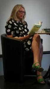 Helena von Zweigberk läser ur sin seaste bok Än klappar hjärtan.